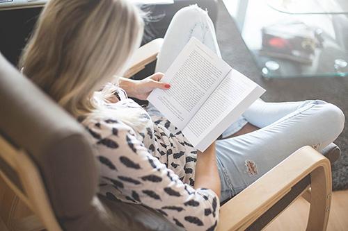 девушка с книгой, бесплатные изображения